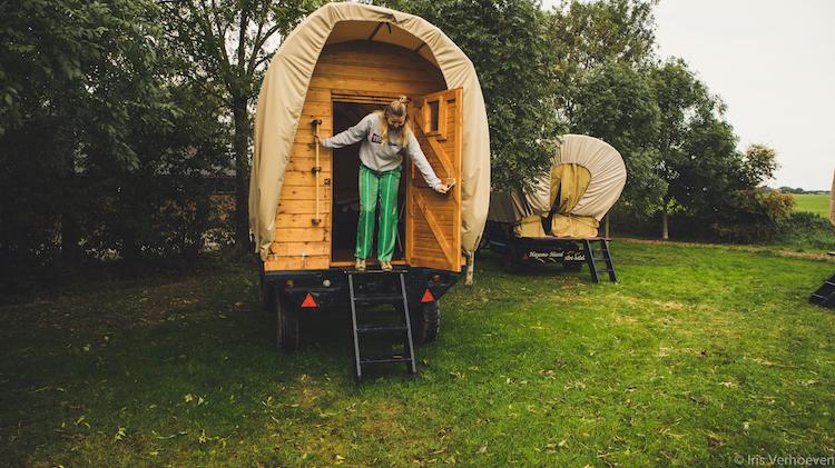 slapen in een huifkar nederland