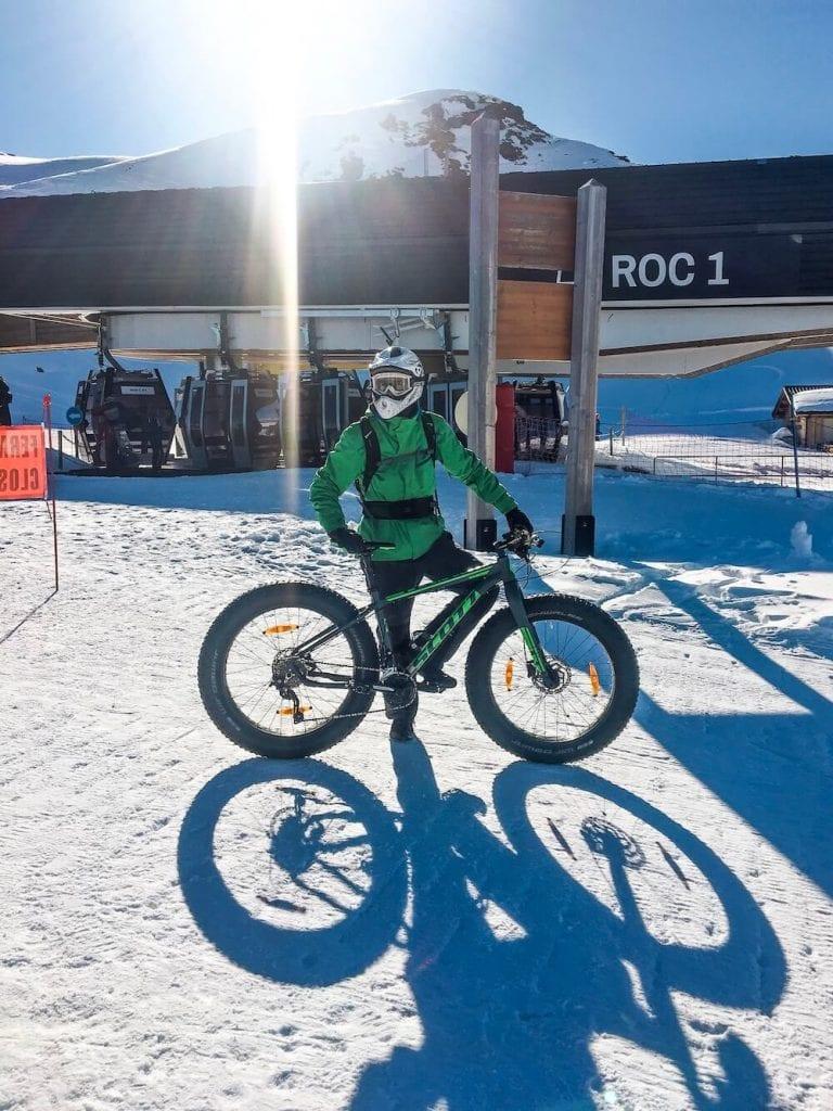 sneeuw in les menuires tijdens fat biken