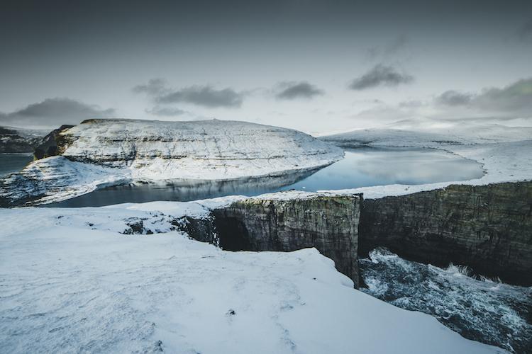 sneeuw winter in de Faroer Eilanden