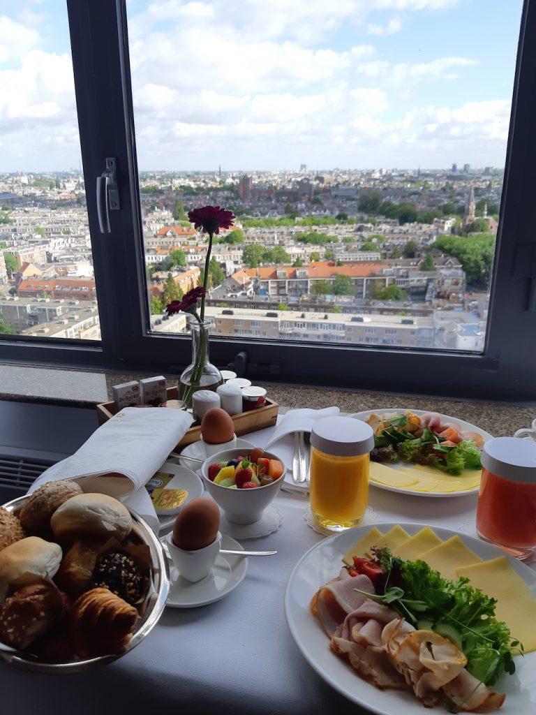 staycation amsterdam ontbijt okura