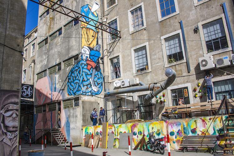 streetart LX Factory in lissabon