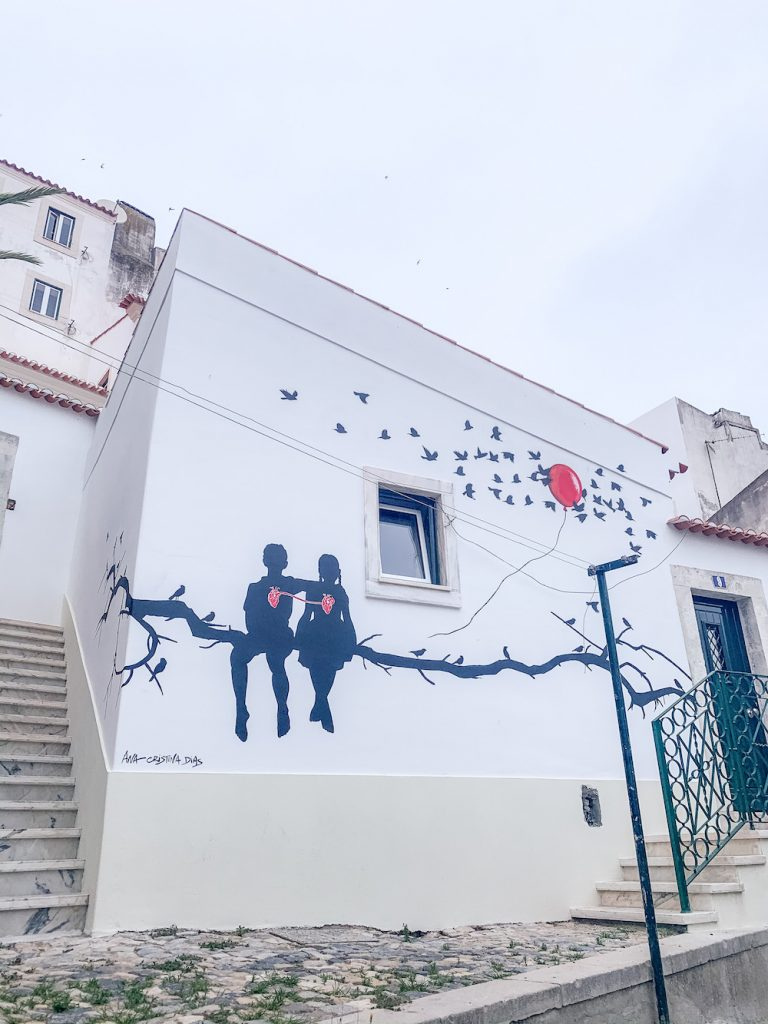 streetart in alfama lisboa tips