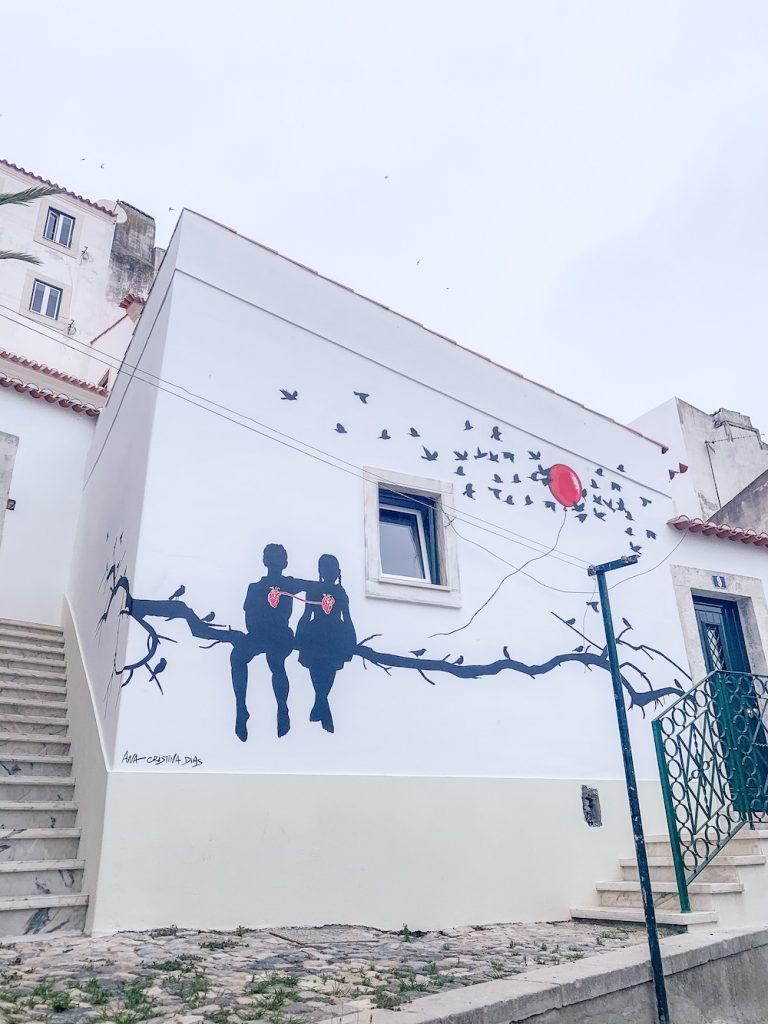 streetart in alfama lisboa tips