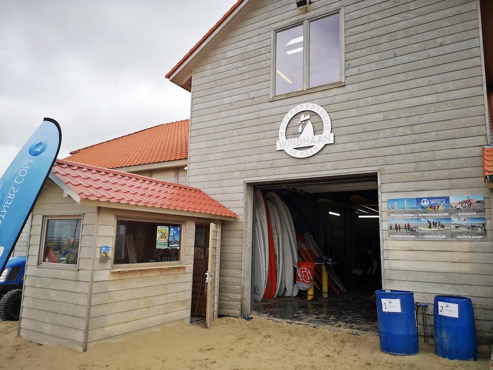 belgische kust surfen dehaan boards windhaan surfclub