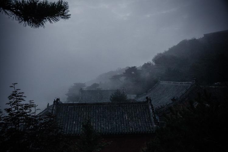 taishan china heilige berg mist