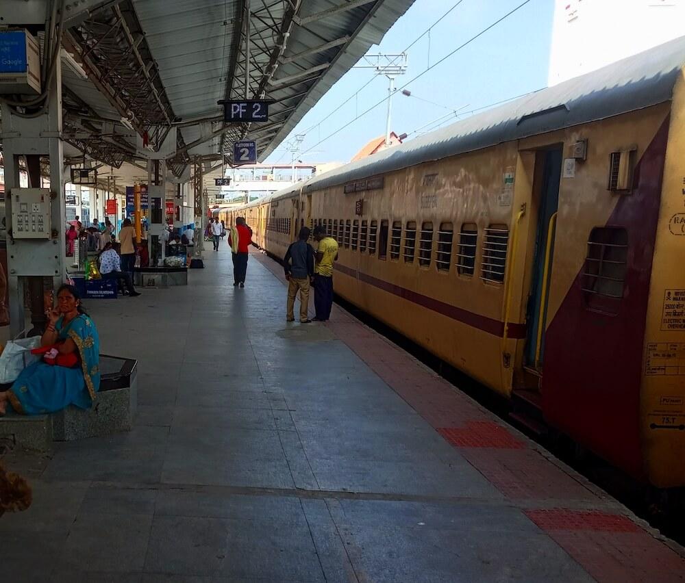 trein india op het treinstation