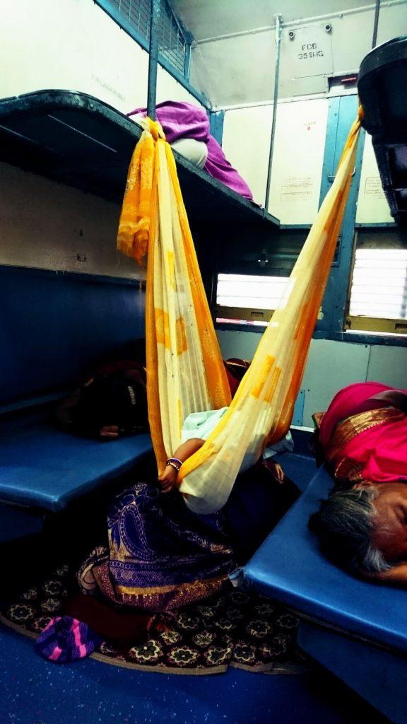 trein india sleeper coupe