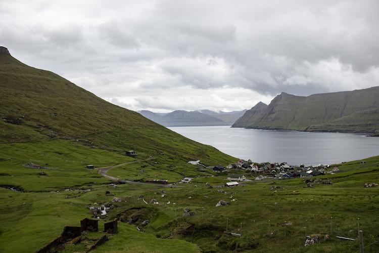 vakantie faroer eilanden dorpje