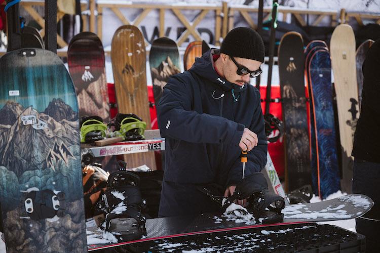 val thorens kick off snowboard shop