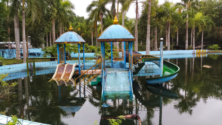 verlaten waterpark Hue-3