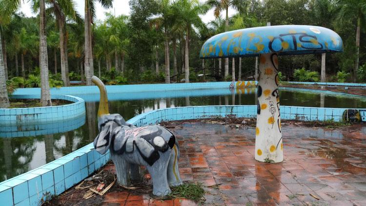 verlaten waterpark Hue-4