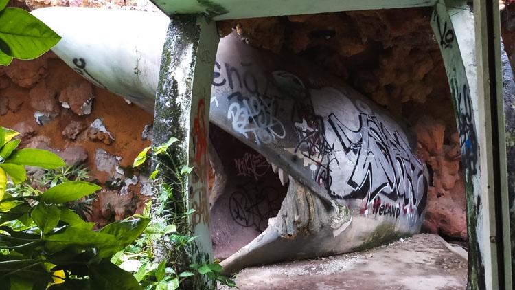 verlaten waterpark Hue haai