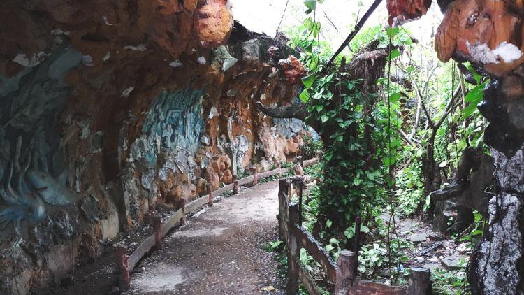 verlaten waterpark Hue wandelpad