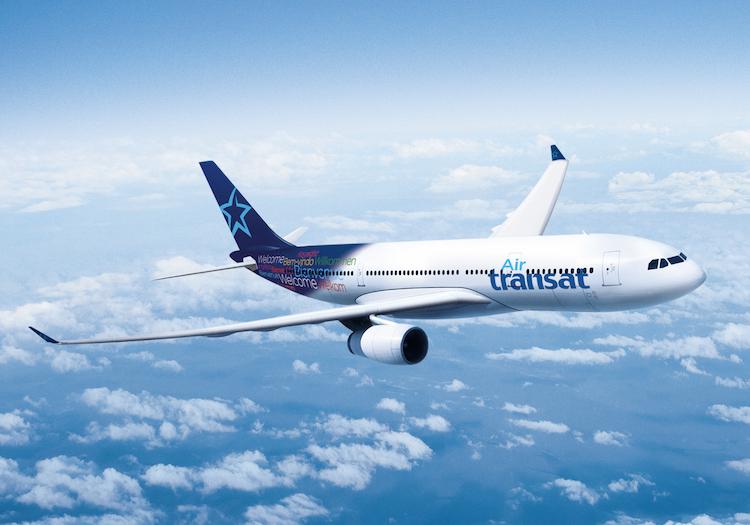 vliegtuig Air Transat in de lucht
