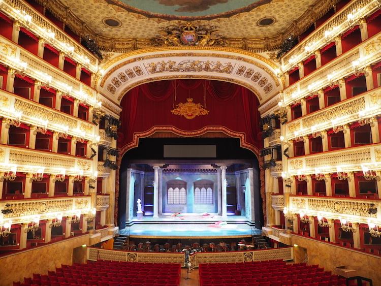Wat te doen in Napels Teatro San Carlo