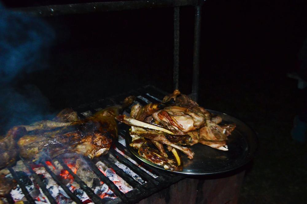 wat te doen in nairobi kenia Nyama Choma Harry's Tavern