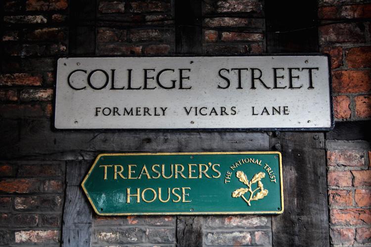 wat-te-doen-in-york-pubs-college-street