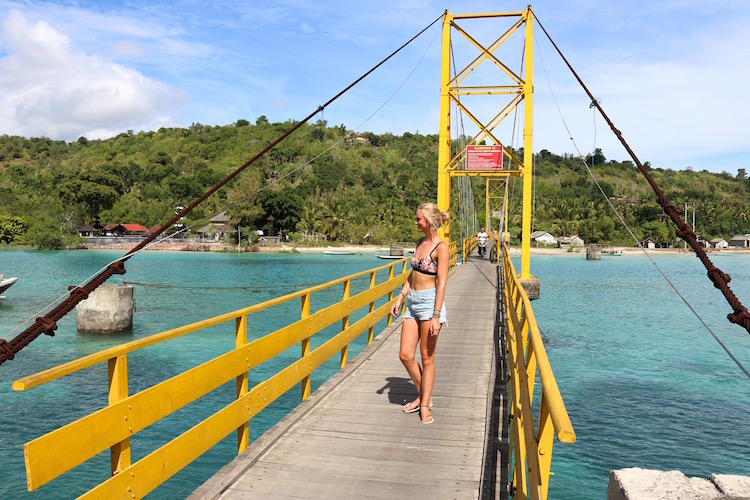 yellow bridge nusa lembongan alleen backpacken indonesie bali