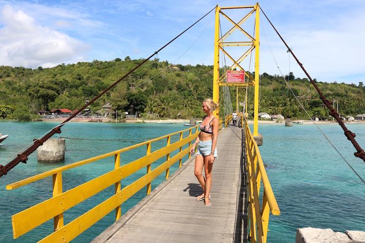 yellow bridge nusa lembongan alleen backpacken indonesie bali